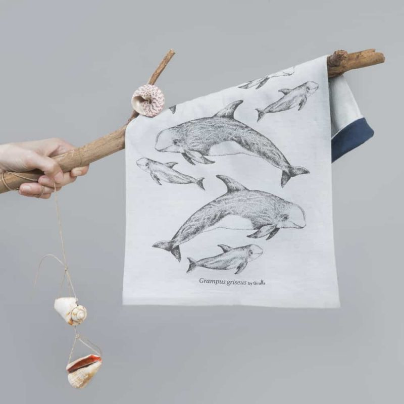 Rissos-Dolphin-neckwarmer-Submon-Giraffa-3