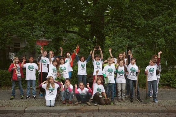 Students of a Plant for the Planet academy   Giraffa
